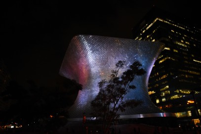Museo de Soumaya, which hosts Carlos Slim's private collection, by night. The Museo Jumex right next to it is much better though.