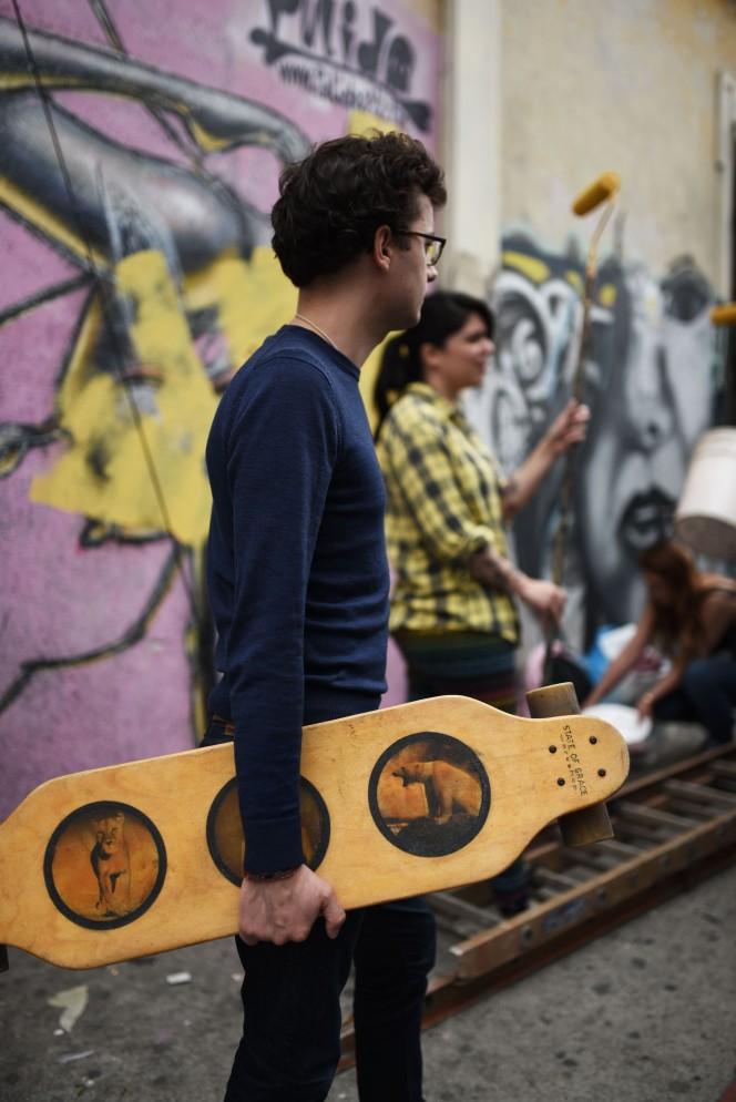 Guatemala, Ciudad Guatemala - Longboard and grafiti