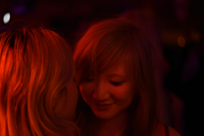 Paris – The intricacies of the lesbian hookup, at the So What