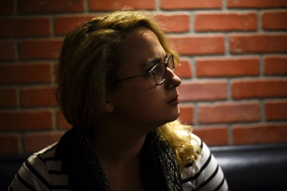 Portland – Gabby being very concerned about the imminent defeat of the Portland basketball team. Which is normal, she was born and raised here! She tells me about how open to queer people Portland is. So much so in fact that she suggests it even hindered her coming out. Indeed, when at 17 she told one of her older sisters about her first girl crush, the reaction wasn't one of fear or disgust but of being totally cool, the sister telling her not to worry, everyone crushes on girls! The other disadvantages coming from such openness (we're never happy, arent' we?) include no need for a specific lesbian bar apparently (BS, I'm sure there's a million gay bars), so good luck finding the lesbians on a Friday night, and a lack of a sense of community. She tells me there are meetups like Dyke Hikes though.