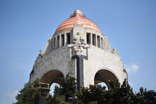 Monumento a la Revolución, de perfil