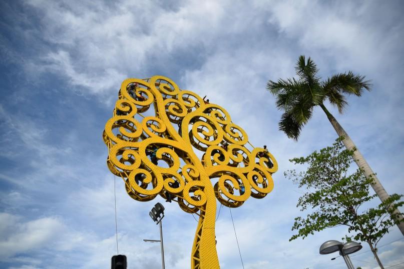 Managua – People saying hi from the Arbol de la Vida