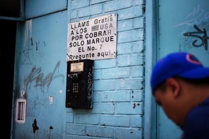 Ciudad Guatemala – Phoning the US
