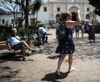 Antigua – My friend Amandine fighting the bubbles
