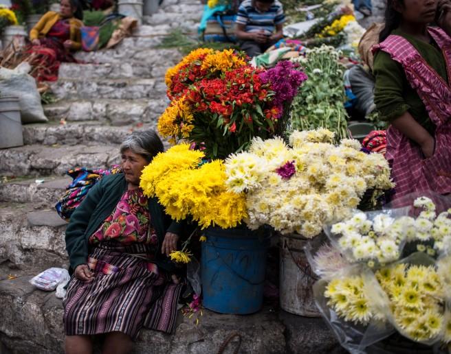 Chichicastenango – Flower Lady