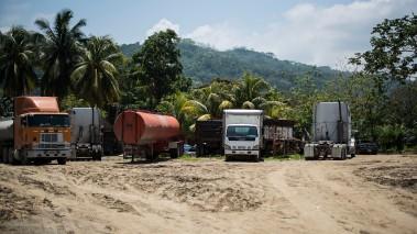 On the way to La Ceiba – Car cemetary